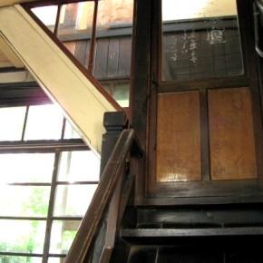 二階の旧電話交換室への扉